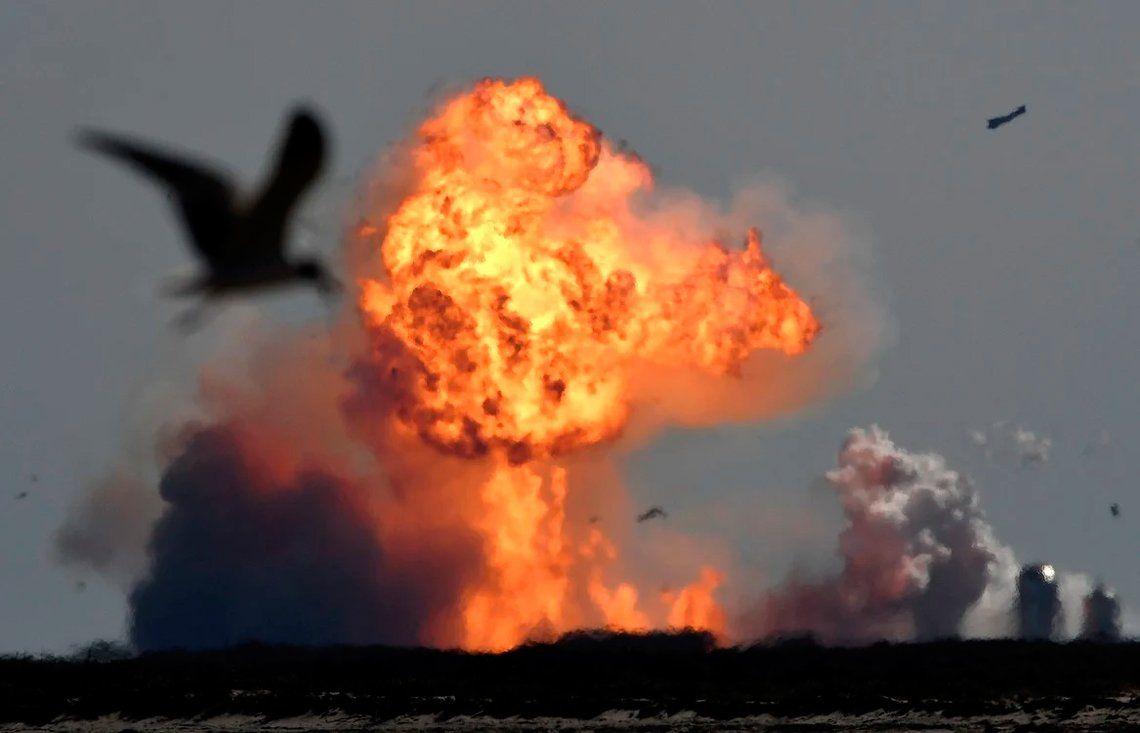 SpaceX: la explosión del prototipo de cohete, en fotos