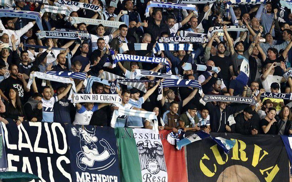 La afición de la Lazio se la ha visto envuelta en varios escandalos de indole racista y antisemita.