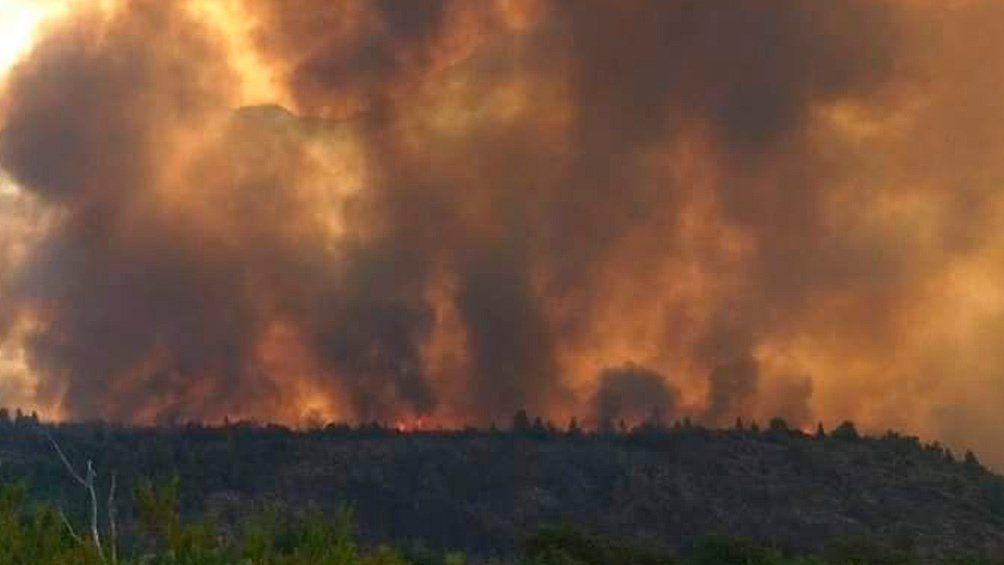 El Bolsón: Solicitan refuerzos para combatir el fuego