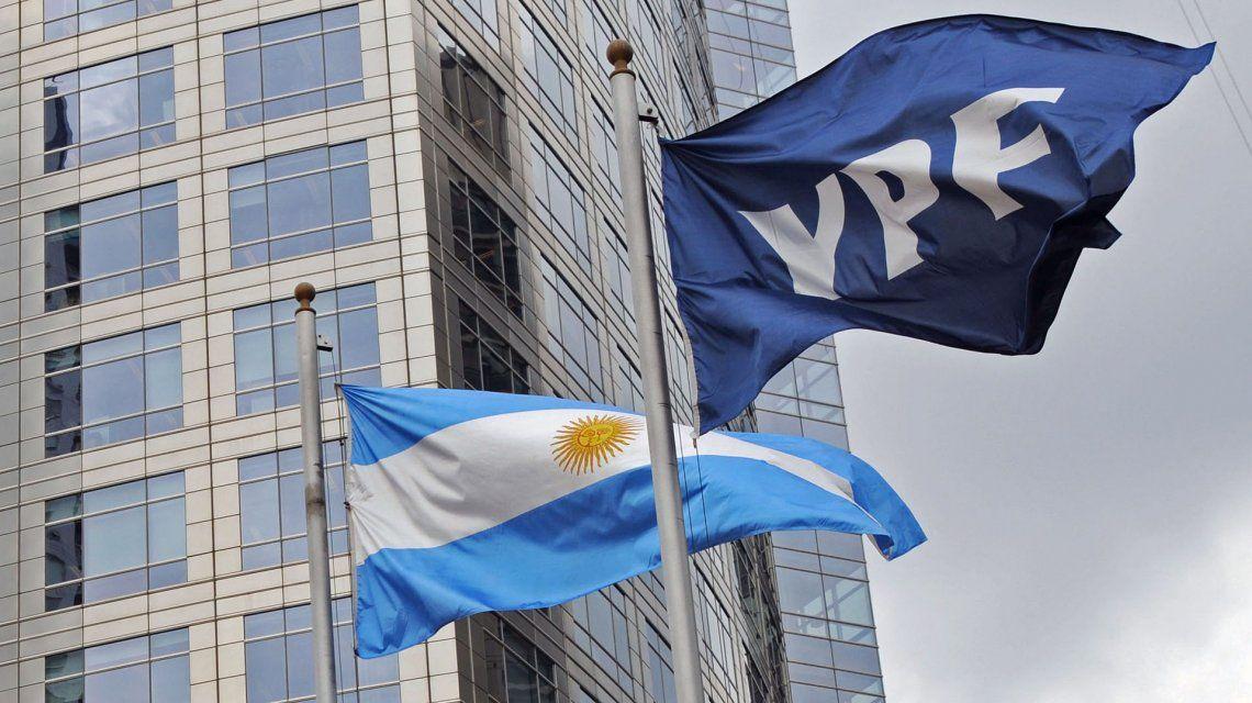 Jorge Asís/ YPF aguarda la asunción de un nuevo presidente