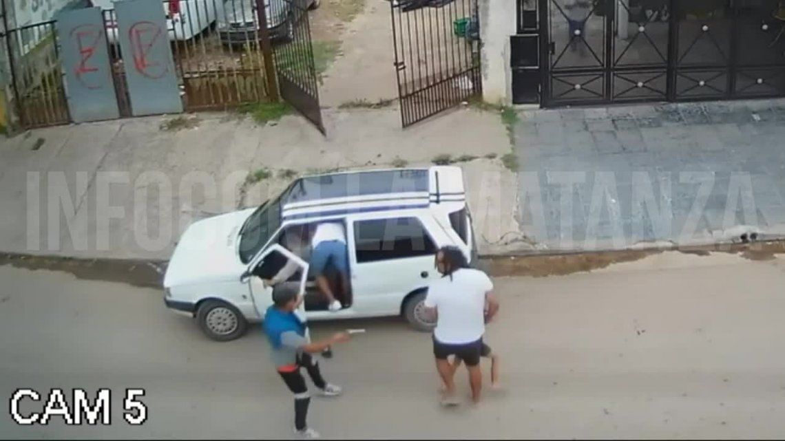 Laferrere: robo de un auto.