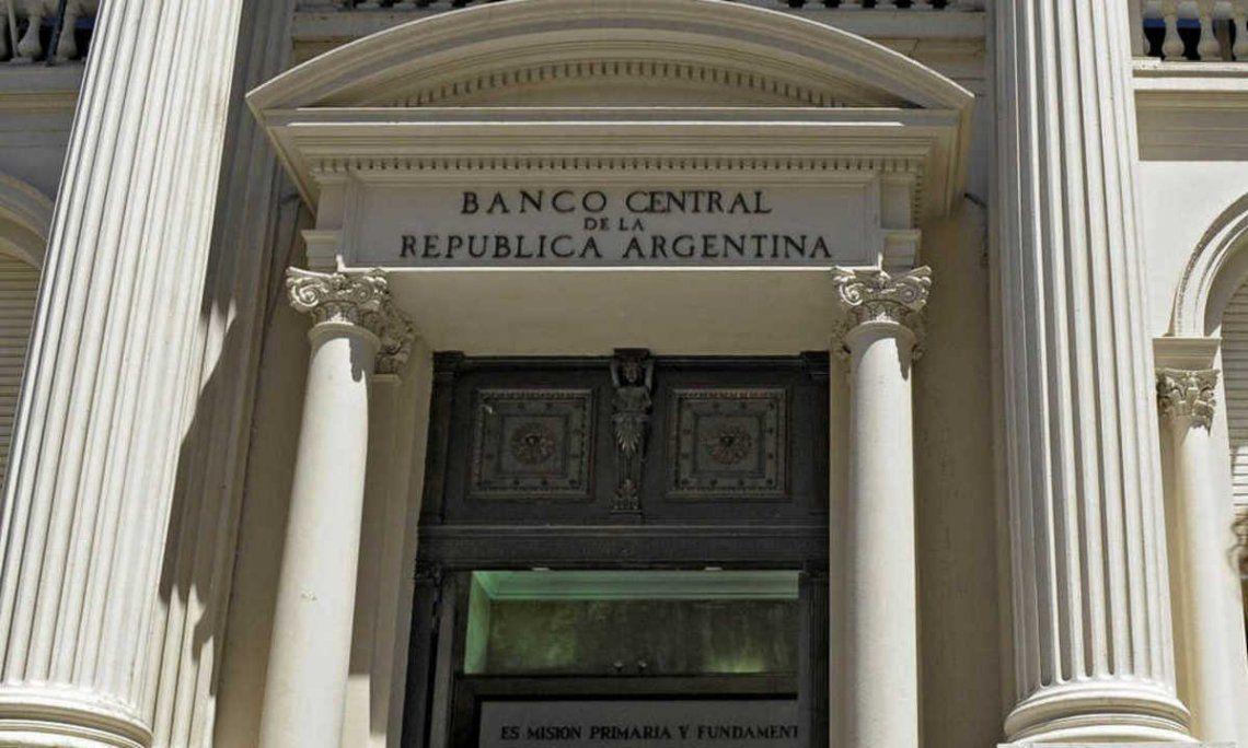 La inflación proyectada para todo 2021 por los economistas consultados por el Banco Central es de 50%.