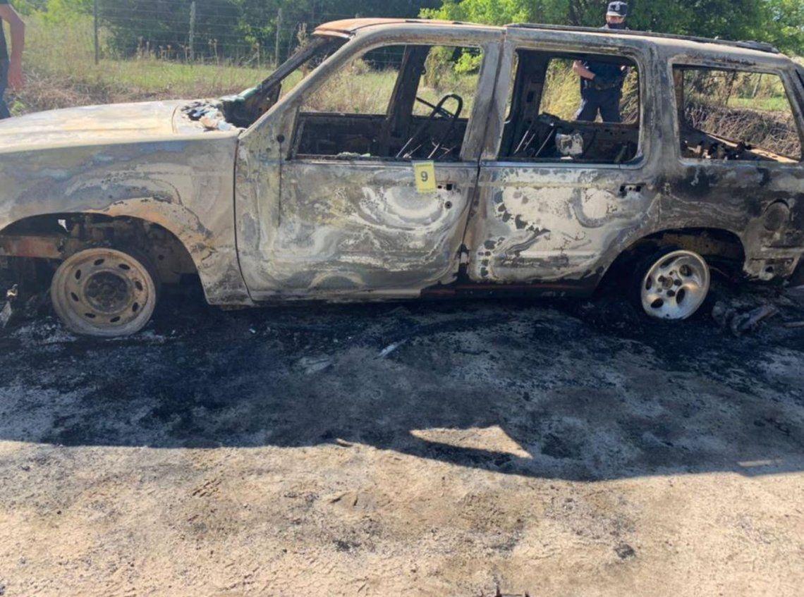 Punta Indio: camioneta incendiada.