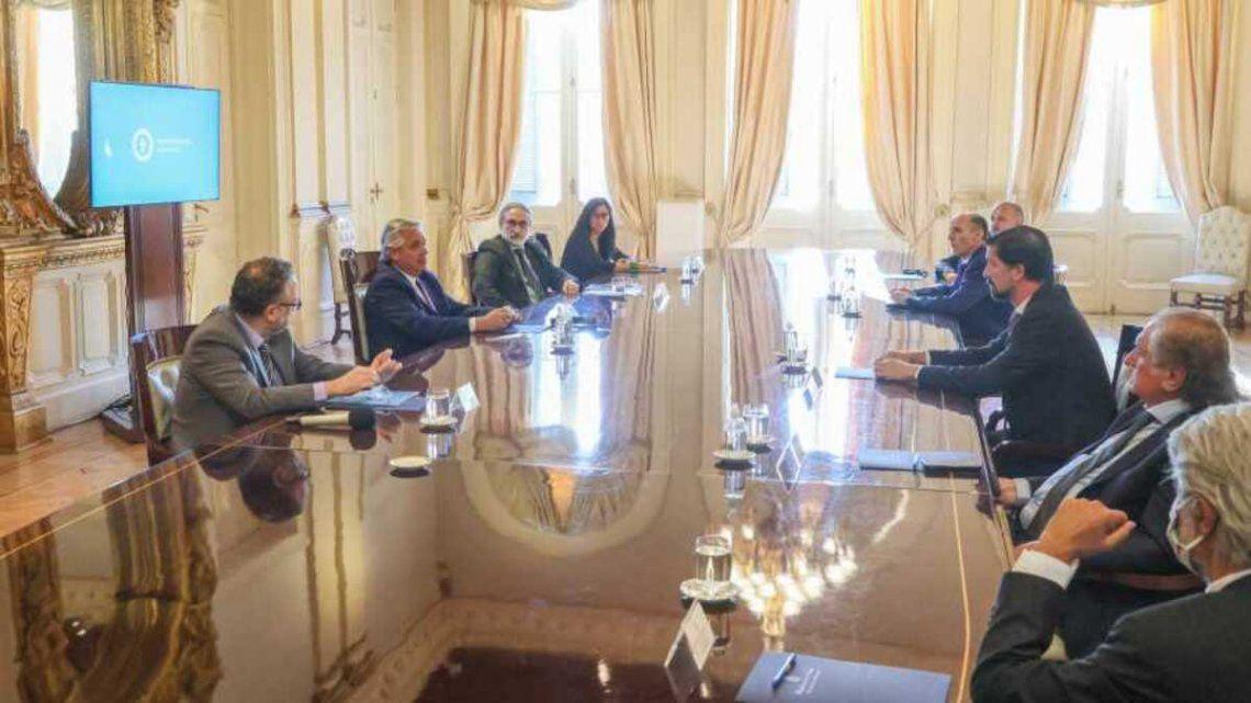 Retenciones: Fernández advirtió a los exportadores que no trasladen los precios al mercado interno.