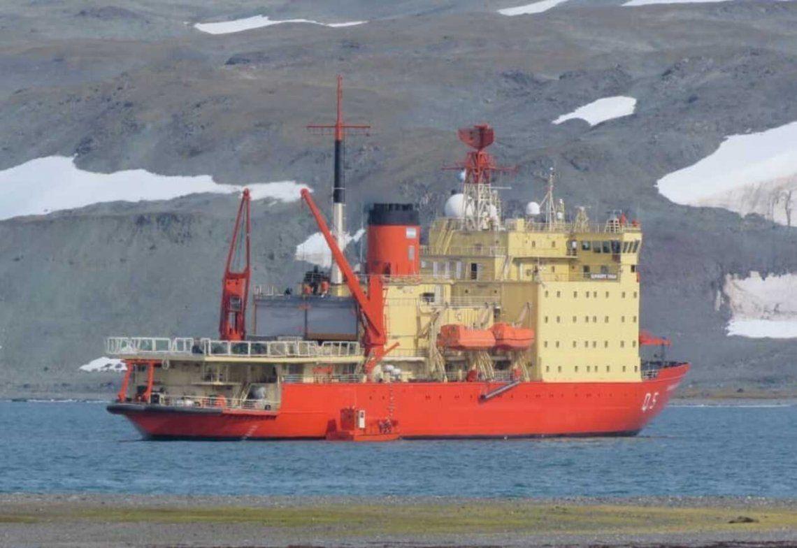 Antártida: el rompehielos Almirante Irízar llegó a la Base Carlini