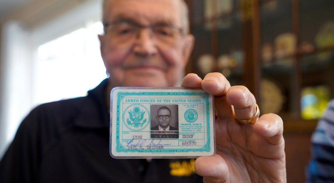 La billetera de Paul Grisham con sus credenciales.