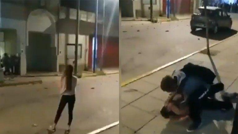 Un video que se hizo viral demuestra la represión policial en la cual una joven casi pierde el ojo.