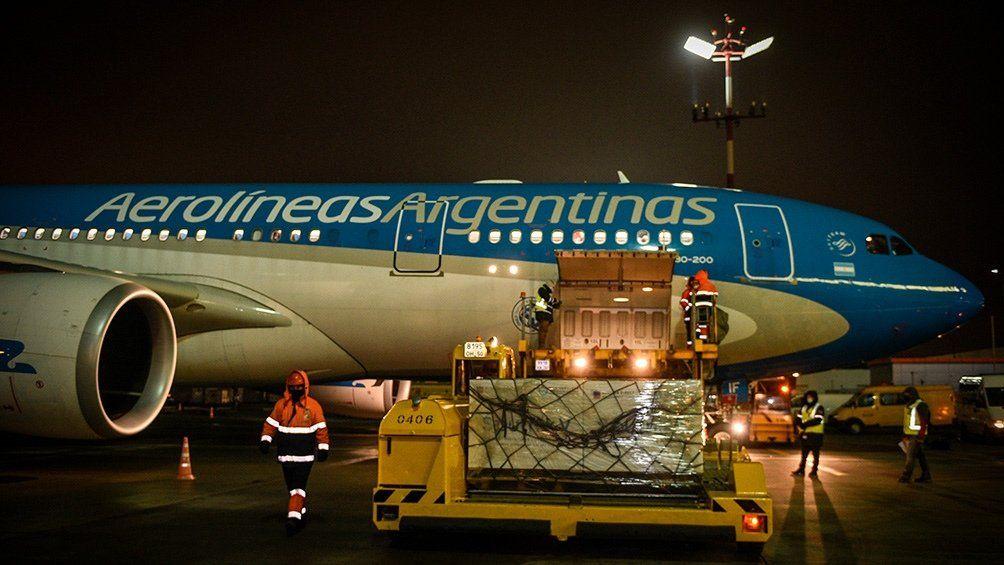 Parte el cuarto vuelo de Aerolíneas Argentinas para traer vacunas desde Moscú
