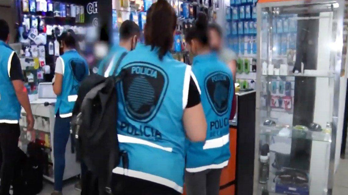 Policía de la Ciudad secuestró un equipo de desbloqueo de celulares.