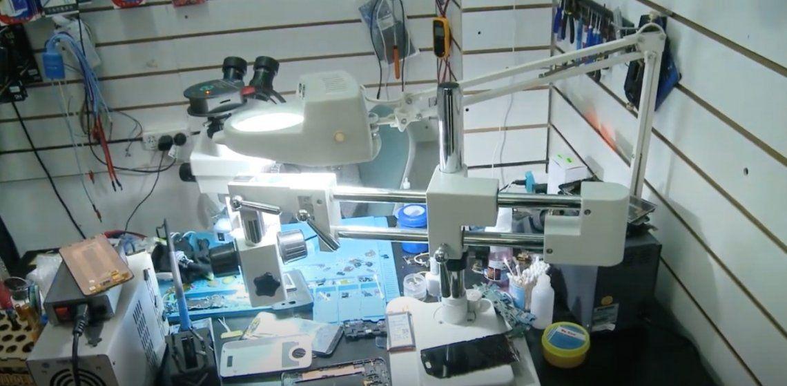 Este sofisticado equipo estaba integrado por un microscopio electrónico.