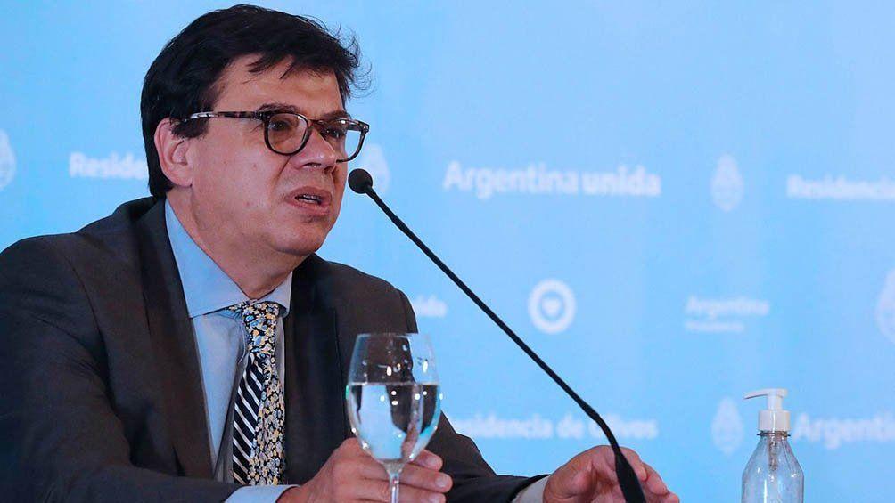 El ministro de Trabajo Claudio Moroni dispuso justificar inasistencias laborales de padres que deben quedarse cuidando a sus hijos cuando no haya clases