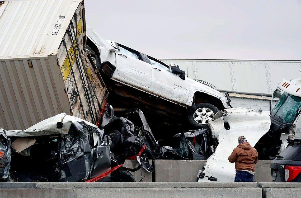 Estados Unidos: las fotos del impresionante choque en cadena entre 100 vehículos