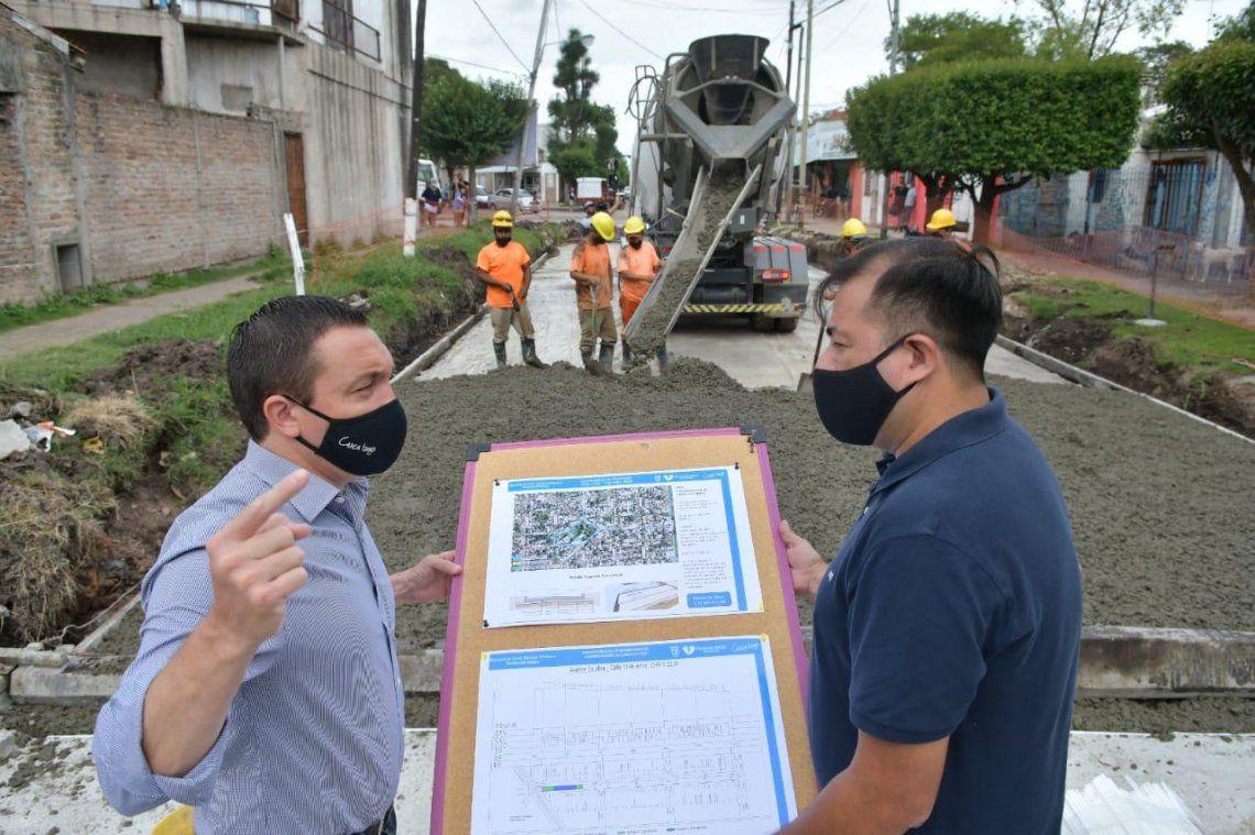 Watson supervisó obras de pavimentación en Ingeniero Allan