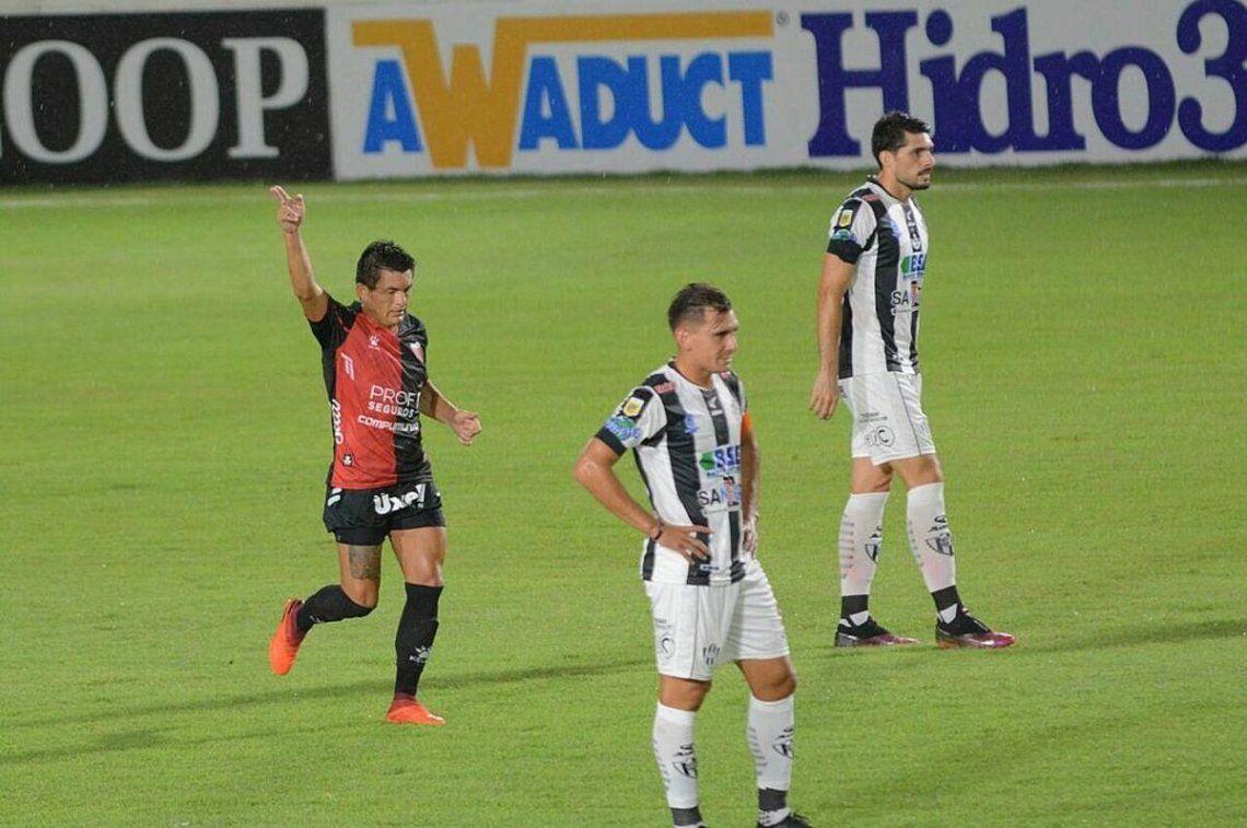 Colón ganó y el Pulga volvió a marcar.