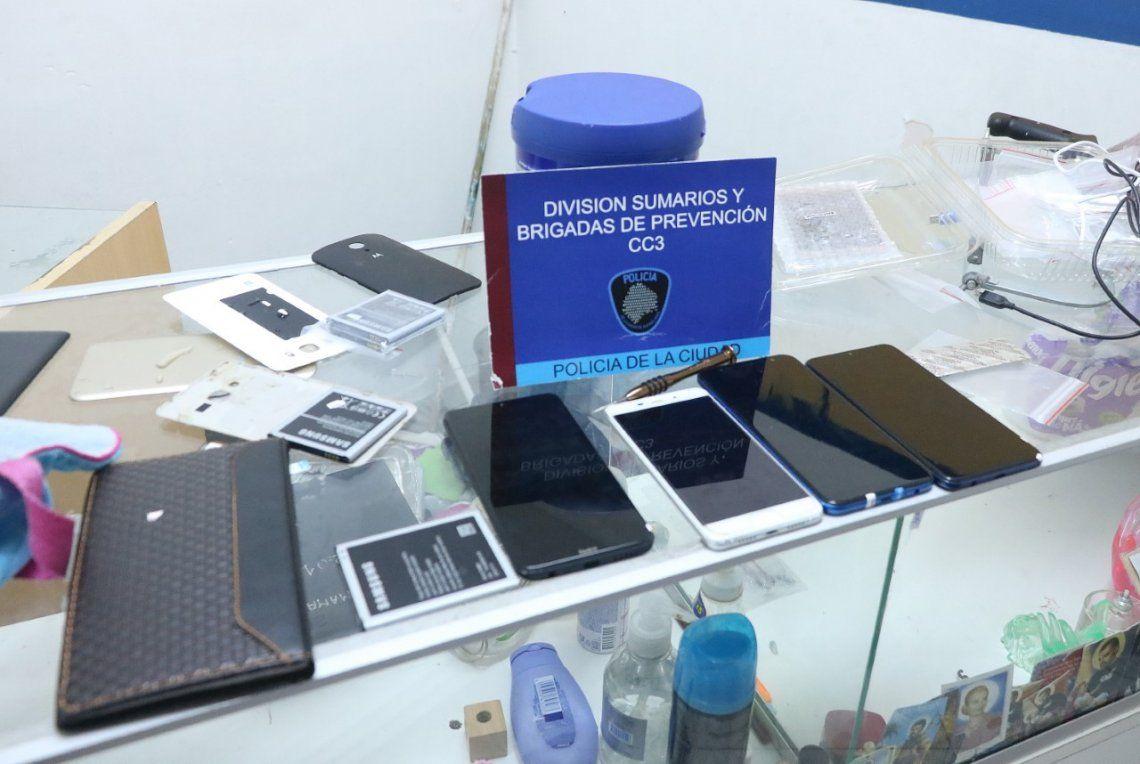 La Policía de la Ciudad detuvo a dos personas por la venta de celulares robados.