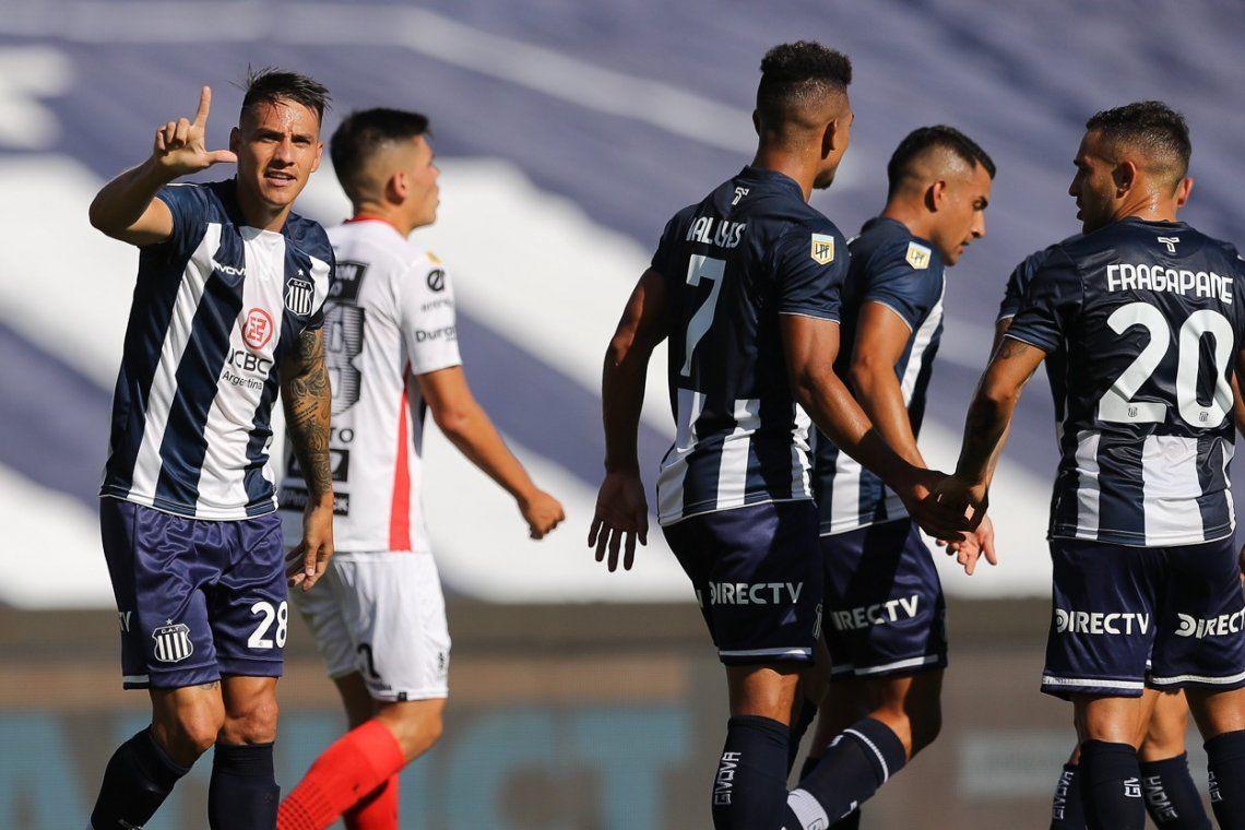 carlos Auzqui festeja el primer gol de Talleres