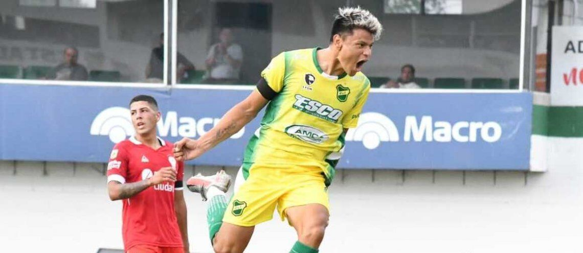 Bou marcó sus primeros dos goles en Defensa y Justicia.