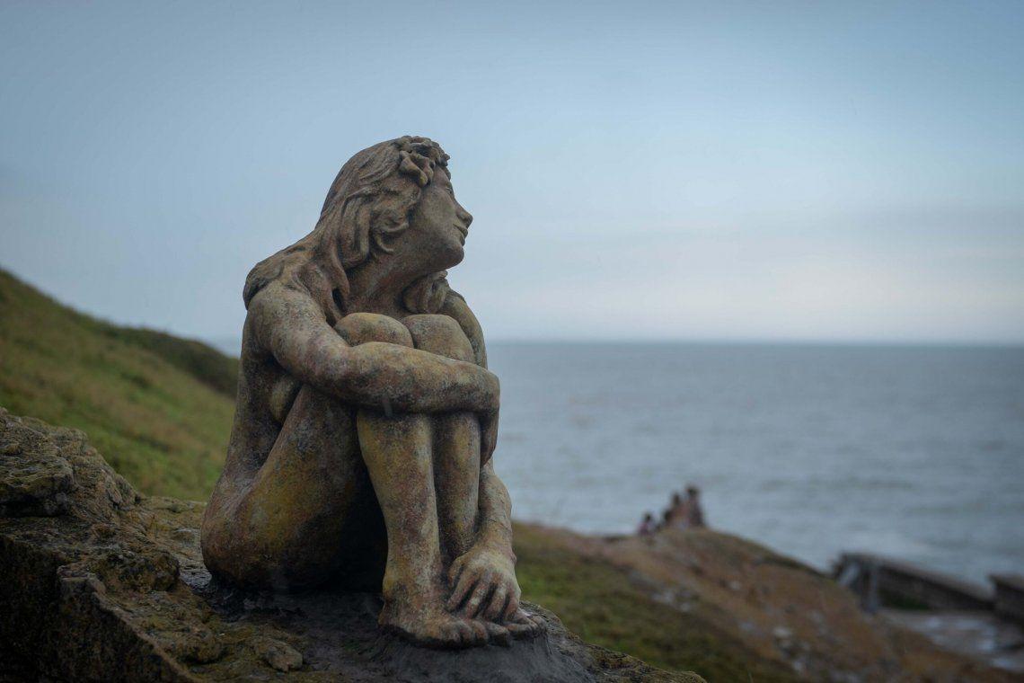 La escultura fue instalada en la zona de Playa Chica.