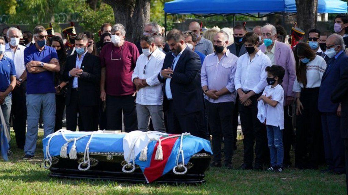 Los restos de Menem fueron inhumados esta tarde en el cementerio islámico de San Justo.