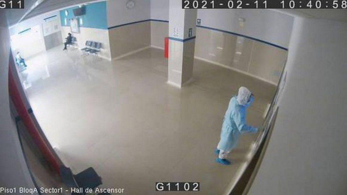 Coronavirus: Policía se disfraza de médico para ver a su padre y lo encuentra muerto.