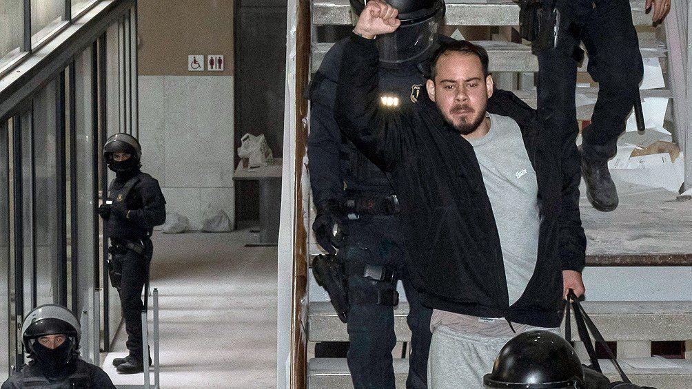 Más detenidos en las protestas de apoyo al rapero Hasél.