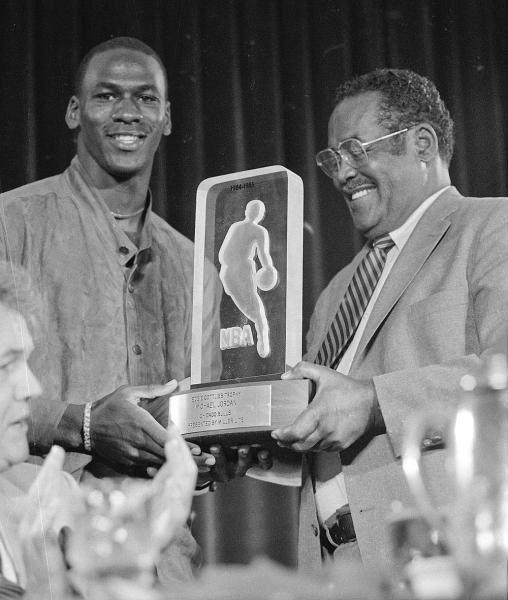 Michael Jordan ganó el premio al Rookie del Año (Mejor jugador novato de la NBA) en 1985.