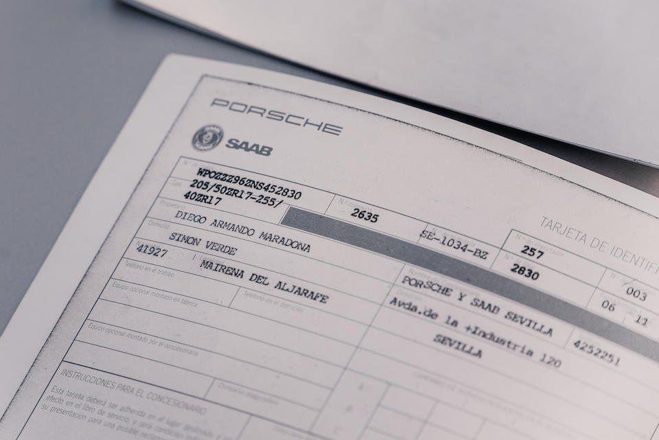 El auto incluye la documentación original