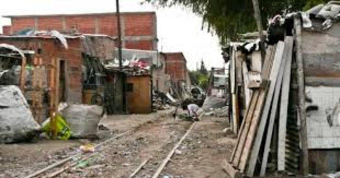 Hacen falta $56.459 para no caer en la pobreza.