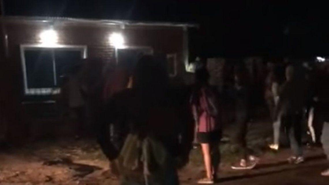 Los vecinos se acercaron a la vivienda del supuesto abusador y lo golpearon hasta desmayarlo. Hubo siete detenidos.