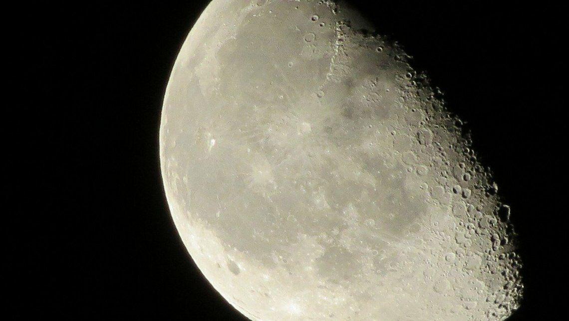 El extraño descubrimiento en el lado oscuro de la Luna