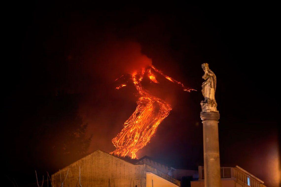 Las espectaculares fotos del volcán Etna que entró en erupción