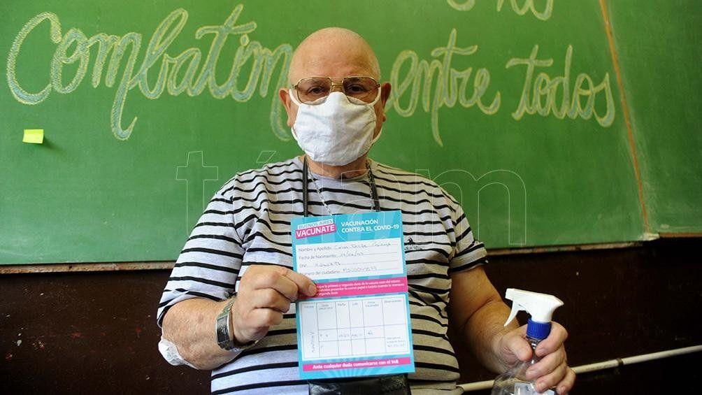 Mayores de 70 años de la Provincia de Buenos Aires recibieron la primera dosis de la vacuna.