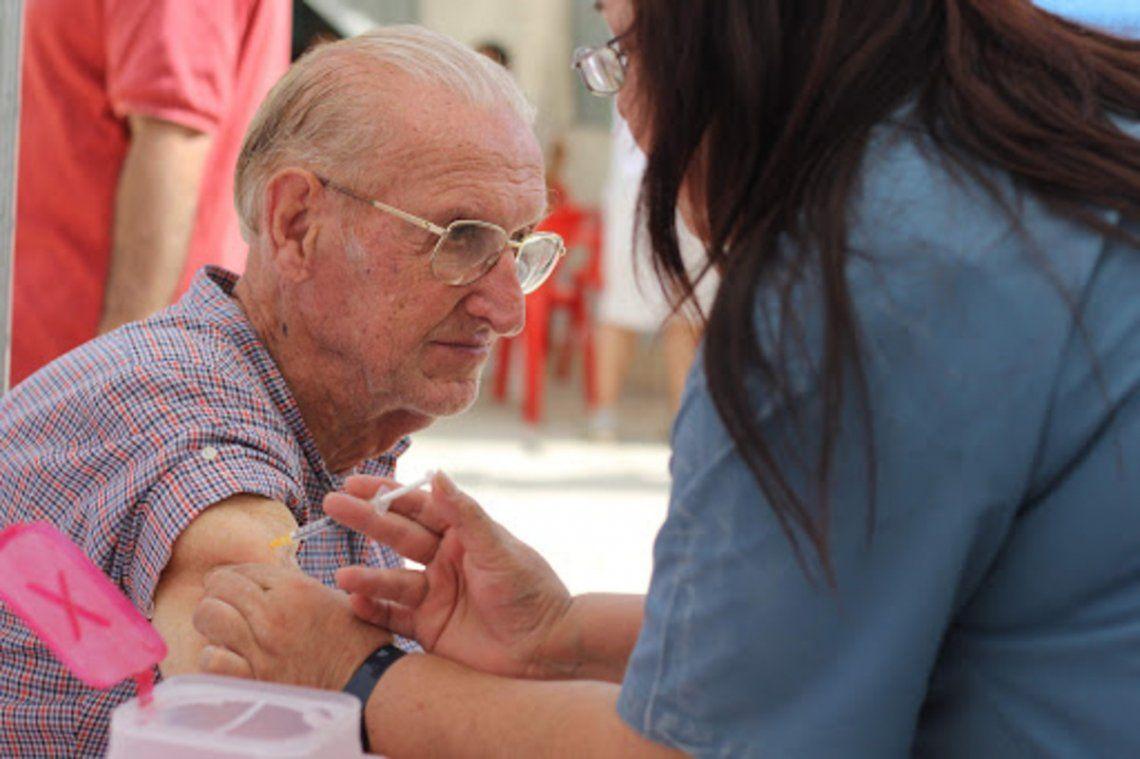 Unos 15 mil abuelos se anotaron para vacunarse en CABA