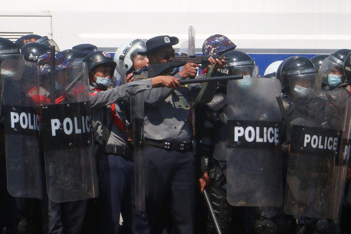 Birmania: dos heridos por la represión de las manifestaciones contra la dictadura