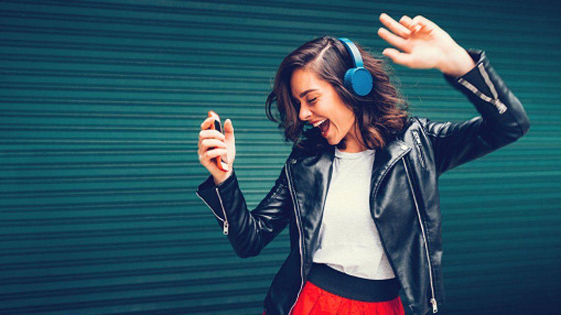 Cómo escuchar la radio FM en tu móvil usando auriculares Bluetooth