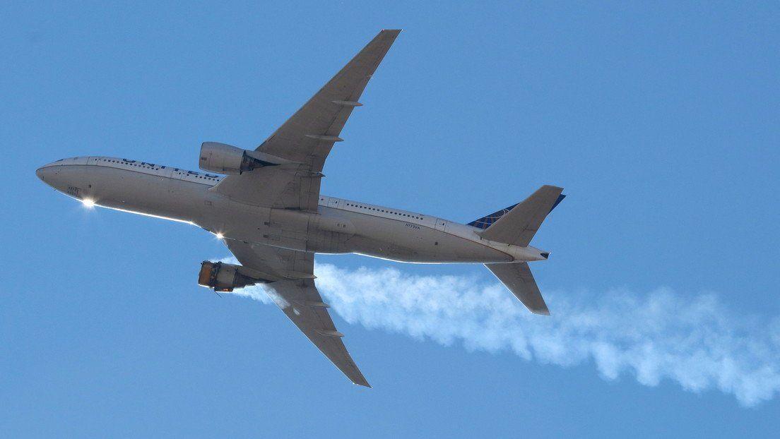 Boeing 777 con el motor averiado en Denver