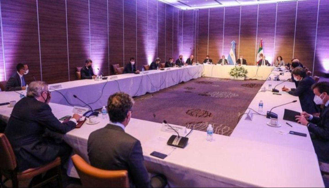 Alberto Fernández y su equipo se reunieron con inversores para evaluar el panorama económico actual.
