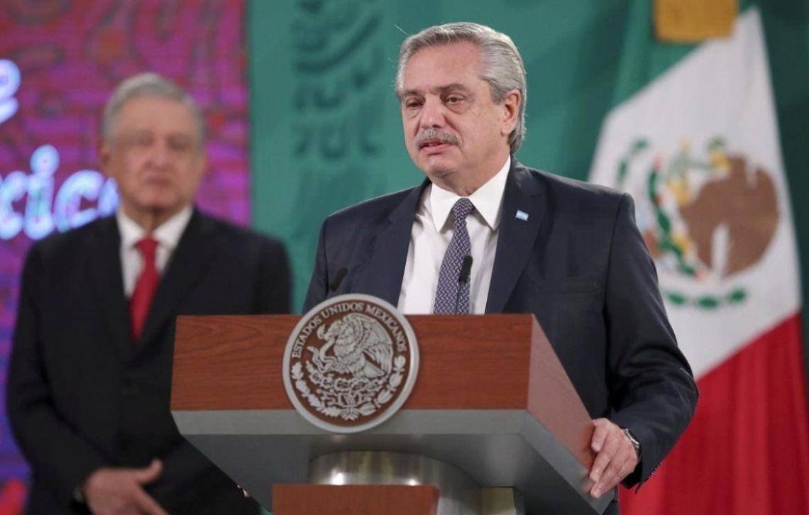 Alberto Fernández se refirió al escándalo por las vacunas en su gira en México.