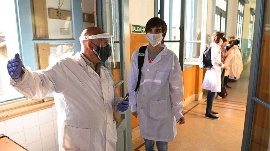 Con la llegada de las dosis de China, comenzará la vacunación a docentes