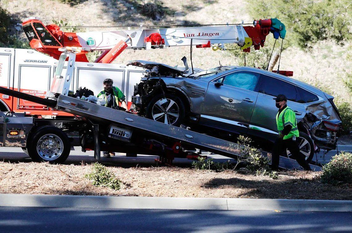 Las impactantes imágenes del accidente que sufrió Tiger Woods