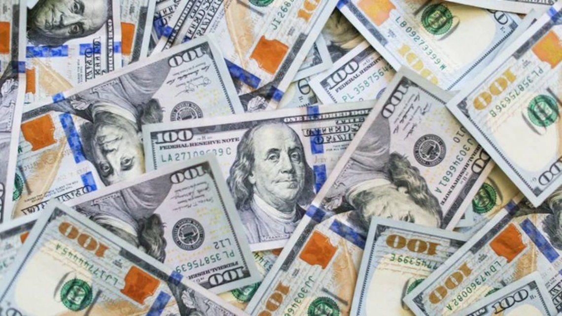 El dólar blue cerró el miércoles a $145.