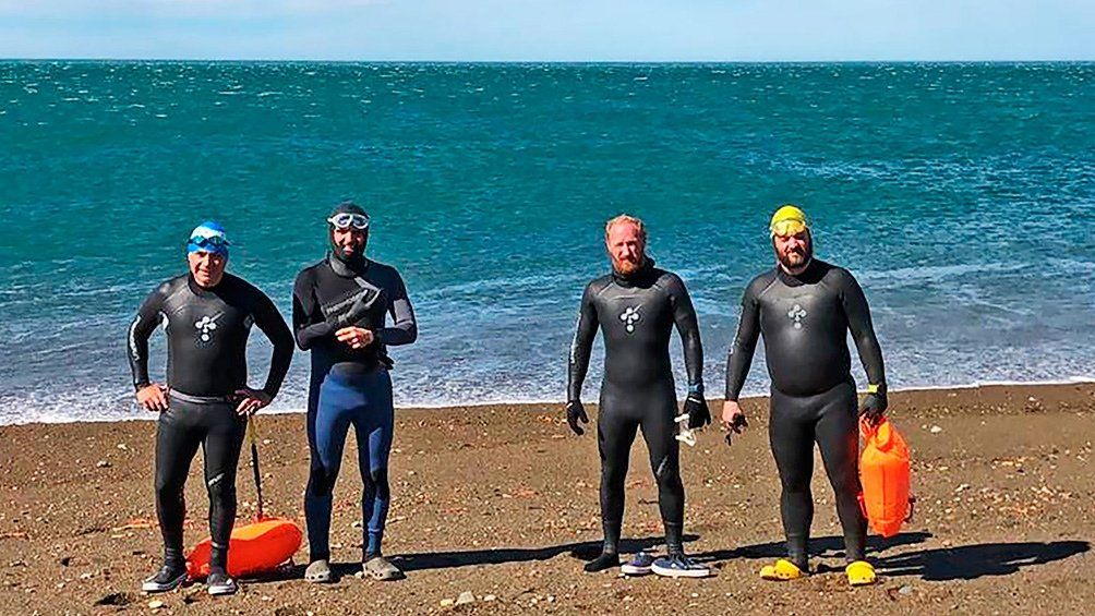 ARA San Juan: nadarán los 385 kilómetros del río Santa Cruz por los tripulantes