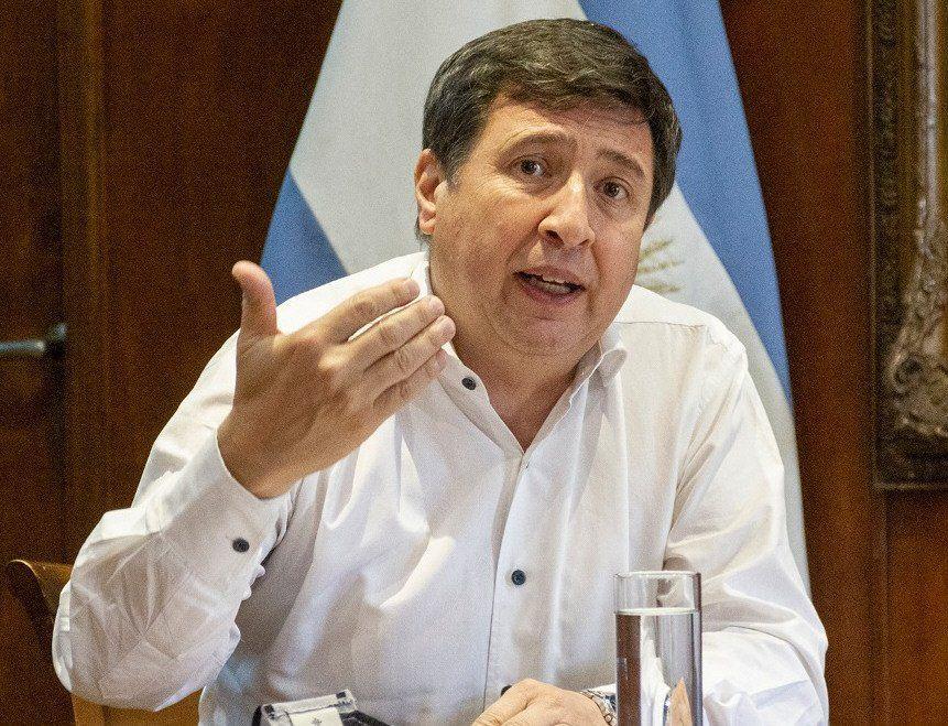 El ministro Arroyo adelantó que se estudia la quita del IVA en la comercialización de productos con la Tarjeta Alimentar.