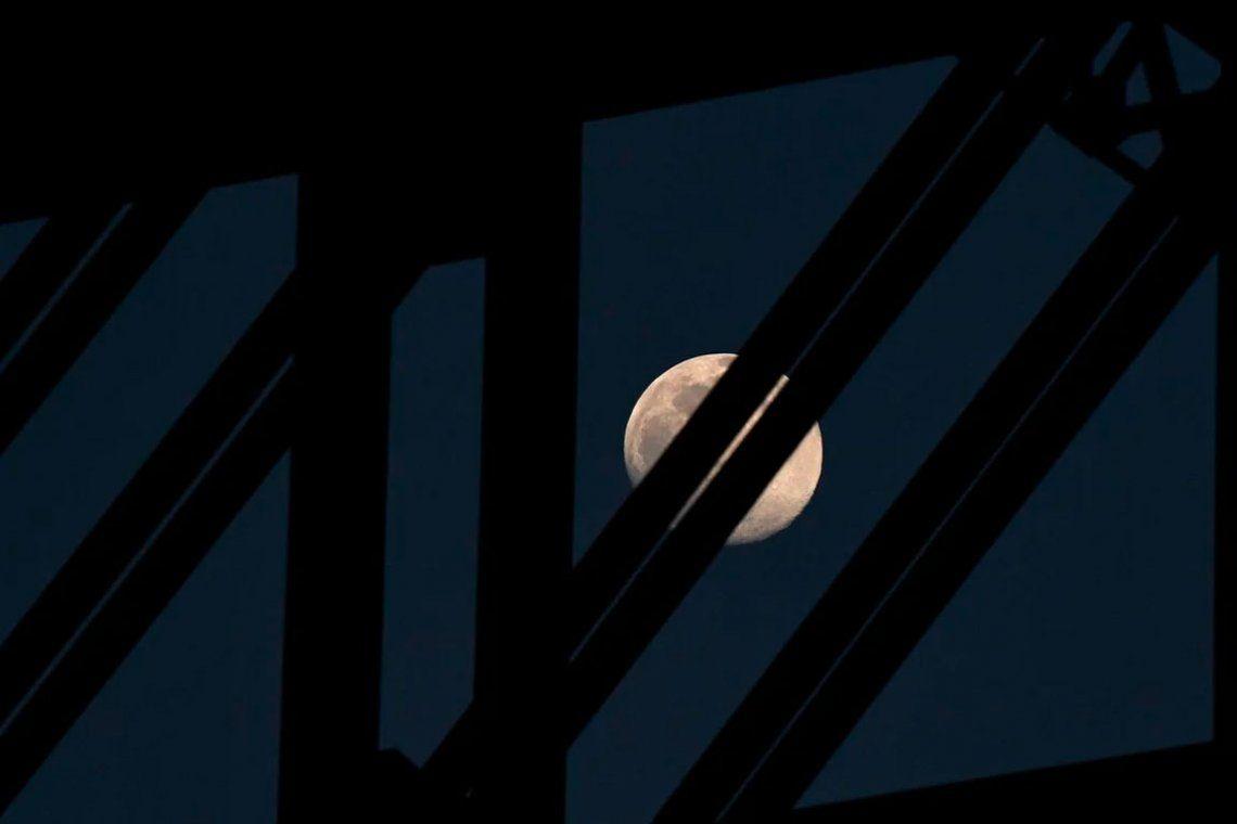 Las mejores fotos de la Luna de Nieve, la segunda Luna llena del 2021