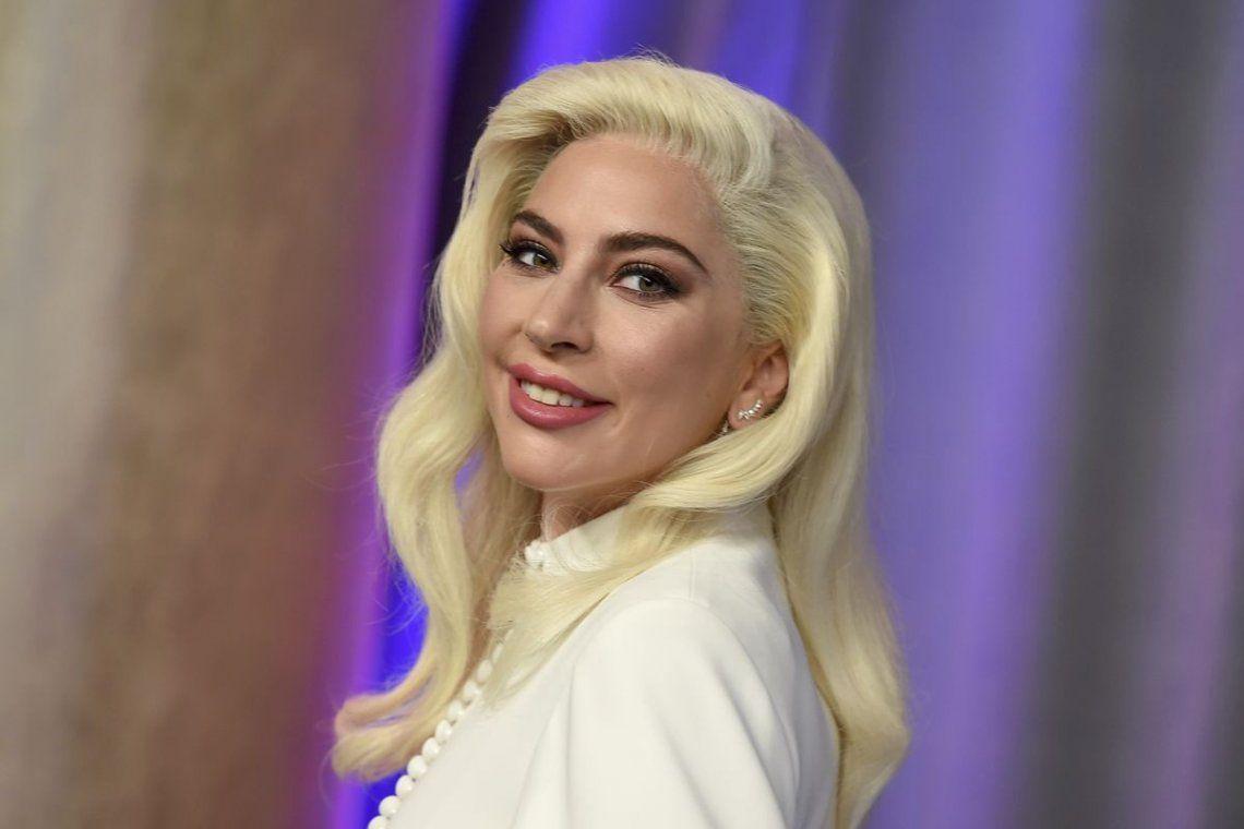Una mujer recuperó los dos perros perdidos de Lady Gaga.