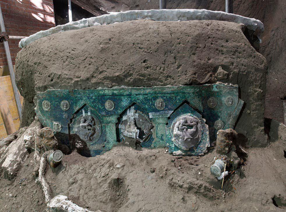 Pompeya: hallan un carro ceremonial romano casi intacto