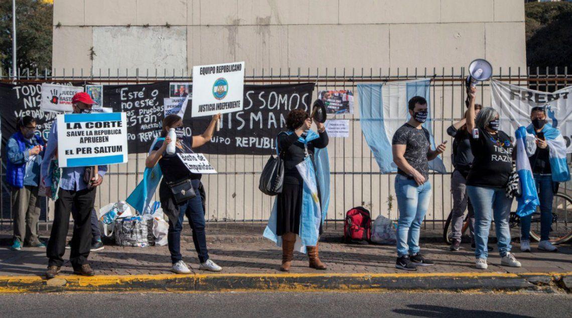 Marchas opositoras en la Capital y distintas ciudades del interior