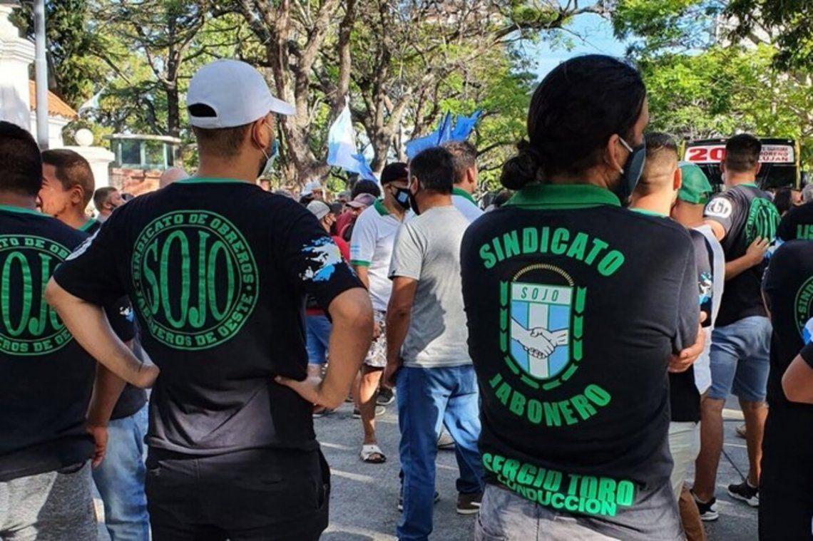 Incidentes en Olivos entre sindicalistas y manifestantes