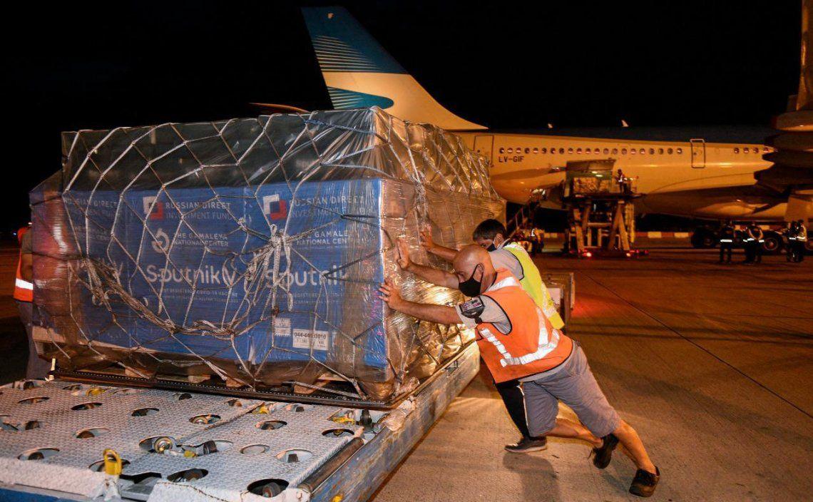 Lucha contra el coronavirus: La cantidad de dosis de vacunas se informará una vez esté cargado el avión.