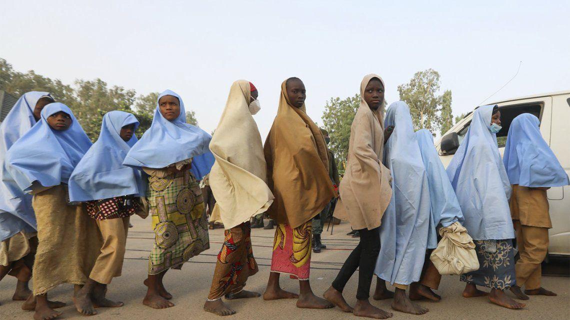 La mayoría de las estudiantes raptadas en Nigeria fueron rescatadas ilesas.